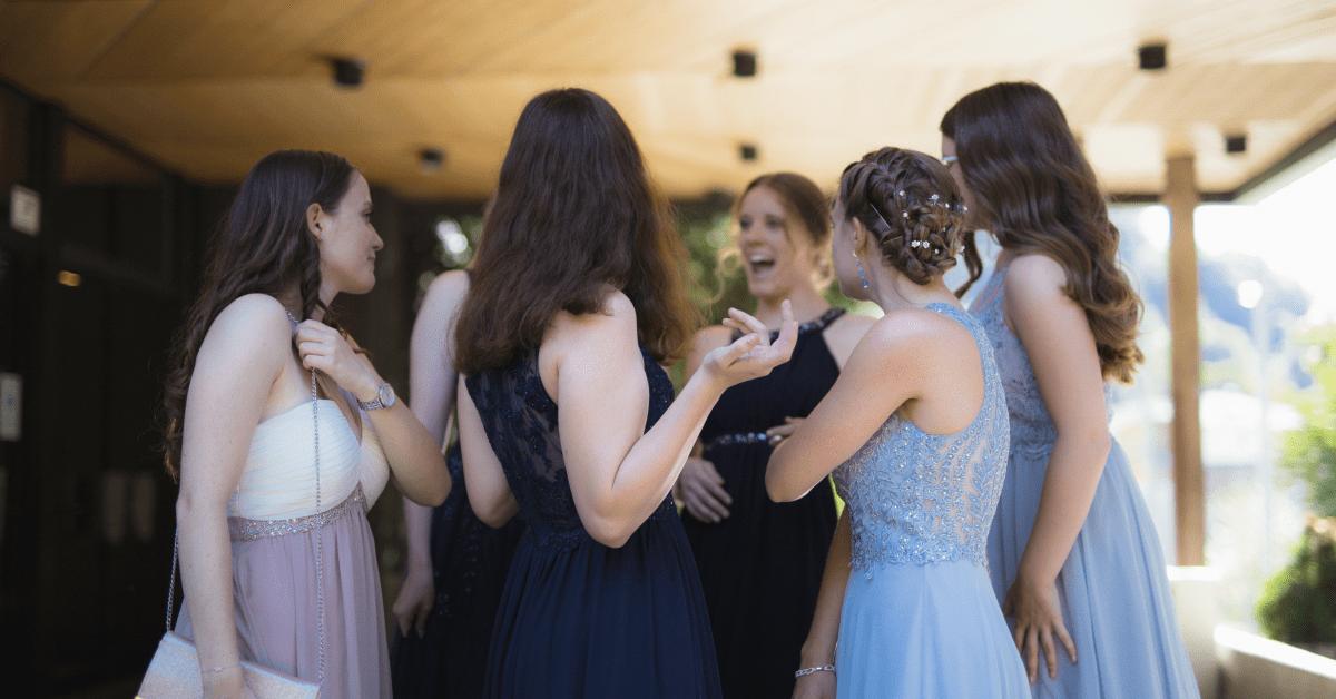 7 rád, ako si vybrať vhodné spoločenské šaty na stužkovú