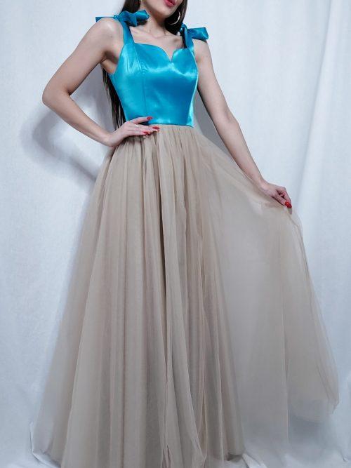 Šaty s dlhou tylovou sukňou