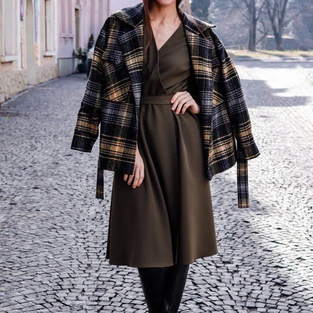 Krátky károvaný kabát