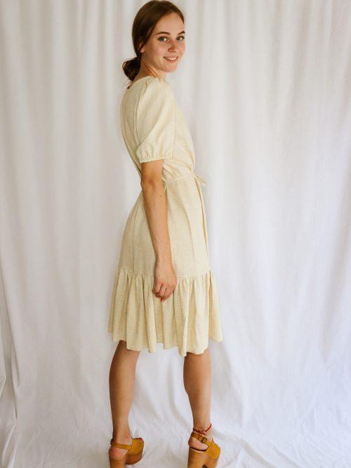 Ľanové šaty s volánom