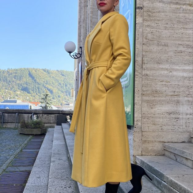 Priliehavý kabát ŽLTÝ